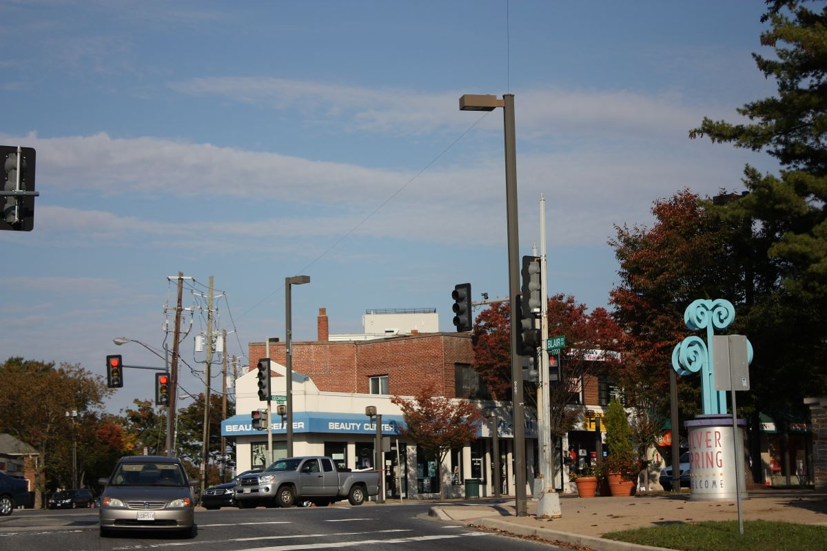 An eruv boundary at the DC-Maryland state line. The string at this location crosses Georgia Avenue and connects atop the light pole in the center of the frame.