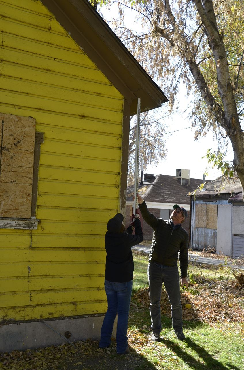 Amber Anderson and Steve Cornell (Utah State Historic Preservation Office) measuring 258 W Bishop Place.